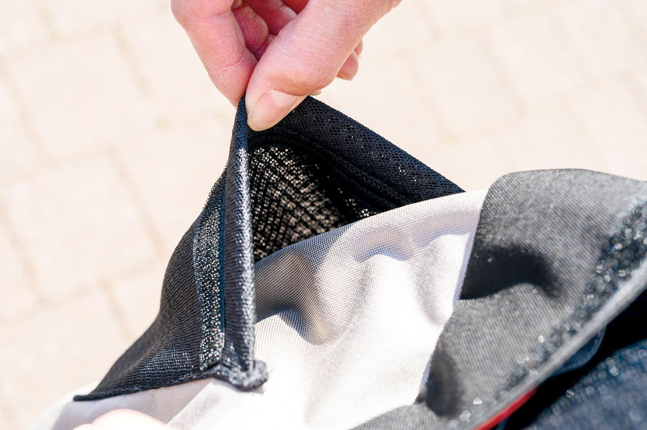 画像: フロントポケットにも通気性の良いメッシュ地を採用。