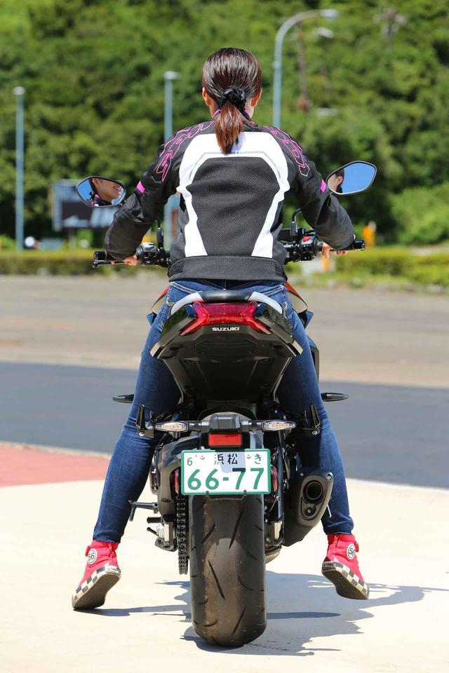 画像9: 梅本まどか × スズキ「KATANA」 足つき性もチェック!【オートバイ女子部のフォトアルバム】