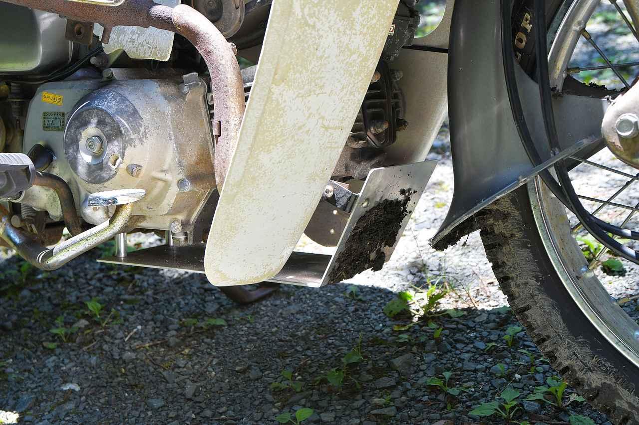 画像: アンダーカバーにしっかり泥がついてた。薄くてもあると違うね。自作でも良いけど、しっかりしたのを買うのがオススメ。