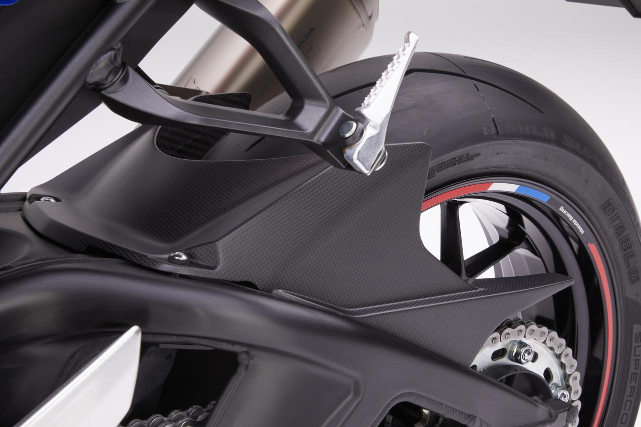 画像5: CBR1000RR-Rにドライカーボン外装を装着したら激進化! ホンダが純正アクセサリーパーツを追加ラインナップ
