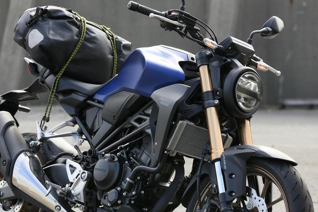 画像: 【積載インプレ】ホンダ「CB250R」/新世代CBシリーズに共通する荷物の積みにくさを攻略する方法 - webオートバイ