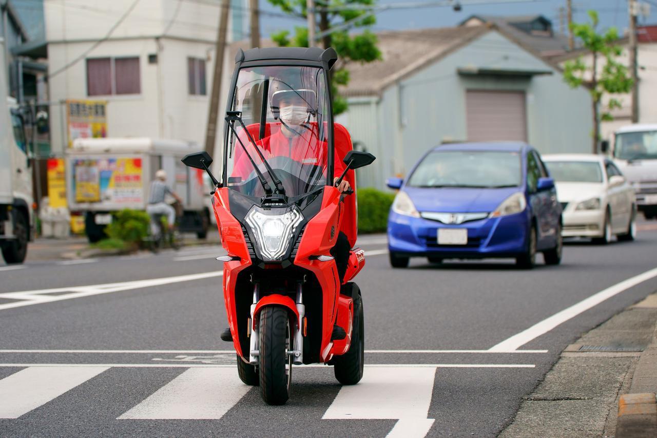 画像2: バイクの車種は何だ? マクドナルドがデリバリーサービス用に「電動3輪バイク」のテスト導入を開始!