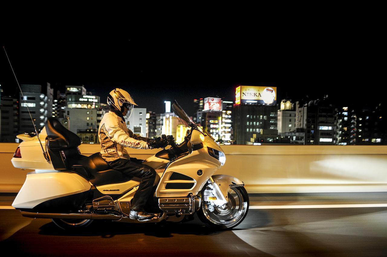 画像: 24時間で東京から宗谷岬まで行けるのか?〈東北道を北上編〉【カメラマン柴田直行/俺の写真で振り返る平成の名車】第29回 ホンダ「ゴールドウイング GL1800」(撮影2012年) - webオートバイ