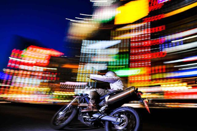 画像: 「BMWの撮影はリスペクトと共に」【カメラマン柴田直行/俺の写真で振り返る平成の名車】第21回(撮影2008年) - webオートバイ