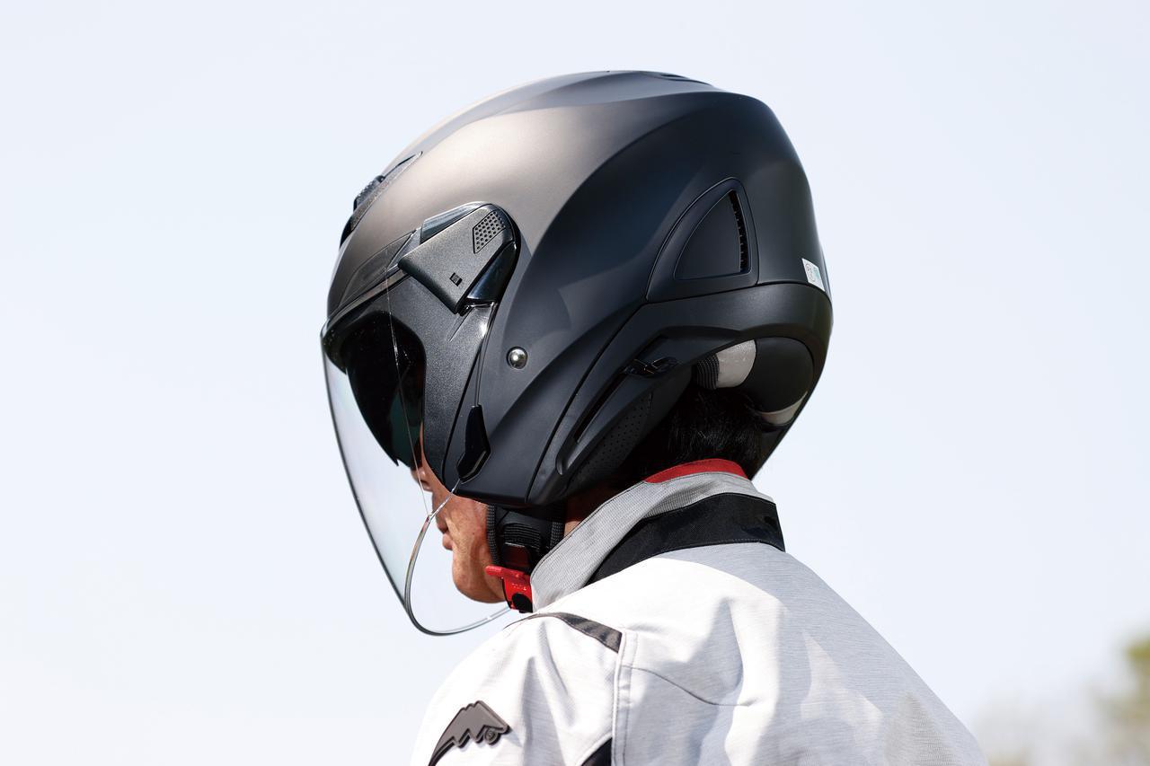画像: このたび追加されたマットカラーは光が当たると立体的に見える。ヘルメット重量は実測で1435g(Mサイズ)。