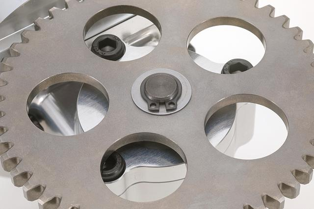 画像: 専用ポンプギヤは機械構造用炭素鋼を熱処理済み。高強度・高尽力を実現。ギヤピンも大型のφ4㎜(Z1100GP以降純正対策ピンと同サイズ)を採用。