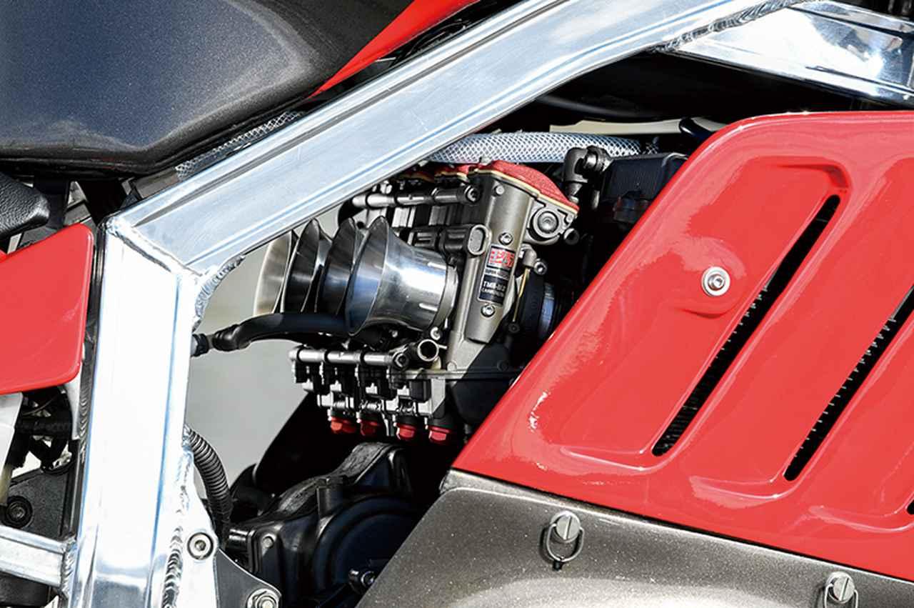 画像: キャブレターはTMR-MJN。ボンネビルも当初マグネシウムボディのTM(強制開閉フラットバルブキャブだが、ボンネ用はスロットルバルブにベアリングを装備したTMRの原型的な仕様だった)を装備、後にTMR-MJNに換装していた。エンジンもフルに手が入っている。