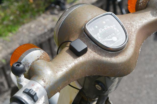 画像1: フロントカメラ、GPSユニット貼り付けはセンスの見せ所。