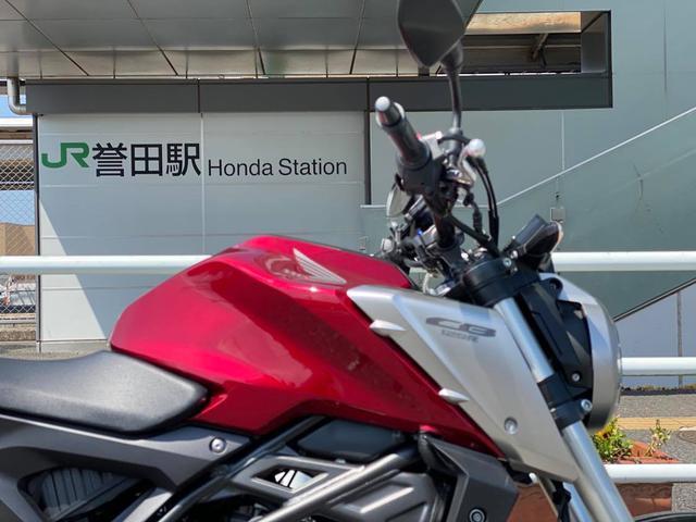 画像: 途中でみつけた駅です 「誉田」って名前の地名や駅があるのは知ってました でもそれを「ホンダ」と読むとは知らなかったような気がするw ホンダCB125Rと誉田駅です