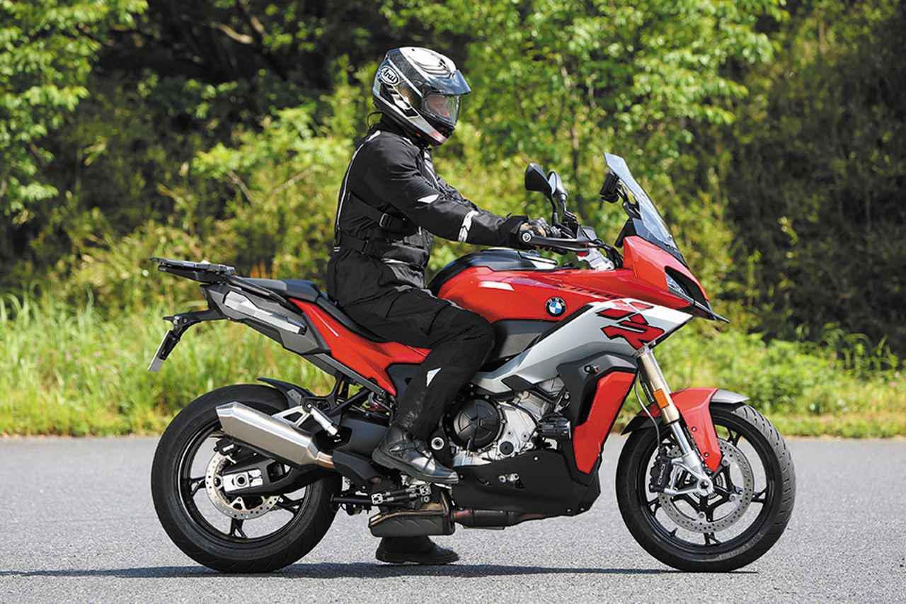 画像: BMW「S 1000 XR」ライディングポジション・足つき性