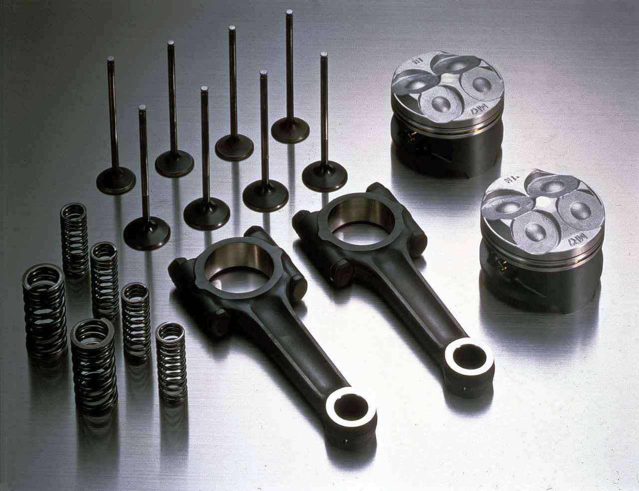 画像: VFR750R(RC30)のチタン合金製コンロッドなど。再販売する純正部品(一例)