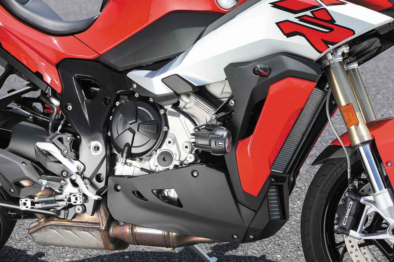 画像: 最新のS1000RR用ベースのエンジンは最高出力165PS、中低速重視のためRRで採用されたシフトカムは採用されず。4〜6速のギアレシオも変更。