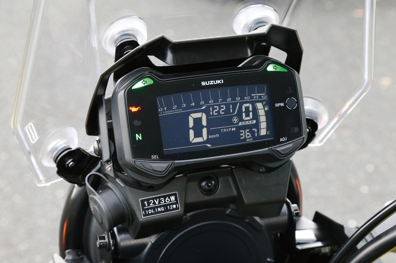 画像: 反転表示を採用した液晶メーター。速度計から平均燃費計にいたるまでその機能は多岐にわたる。12V DCソケットも標準装備。