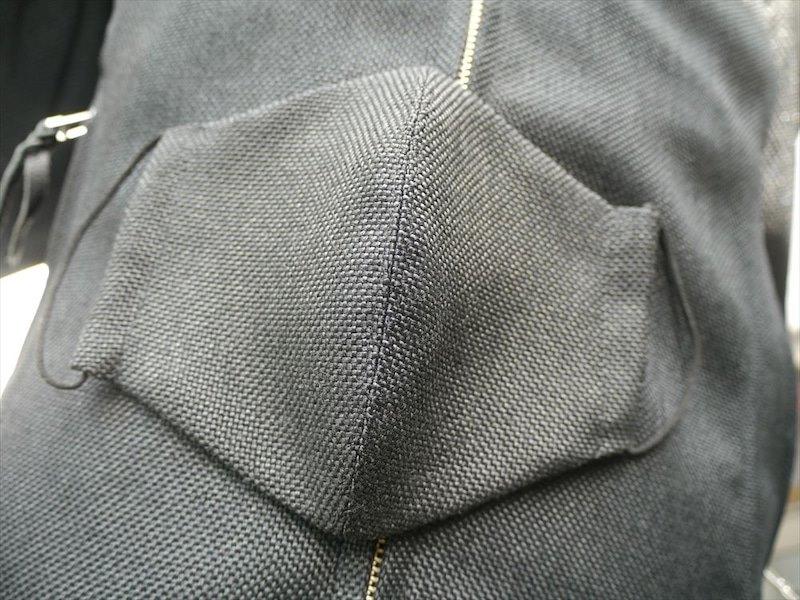 画像: しかも! このジャケットには「マスク」が付きます!