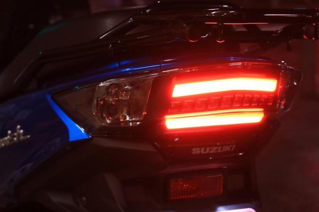 画像: テールランプはライン状に光るもの。近年の高級四輪車のようでかっこいいんです。