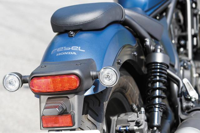 画像: ヘッドライトだけでなく、ウインカーとテールランプもLEDを採用。より精悍なルックスを得ている。