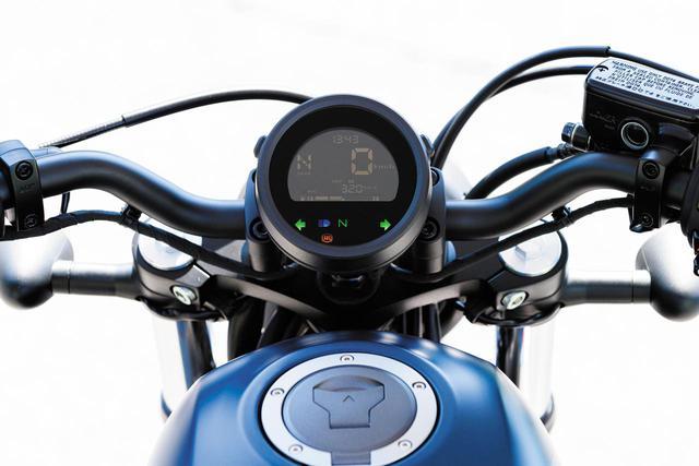 画像: ギアポジションインジケーターを採用し、ウインカーインジケーターを左右独立とした新型メーター。