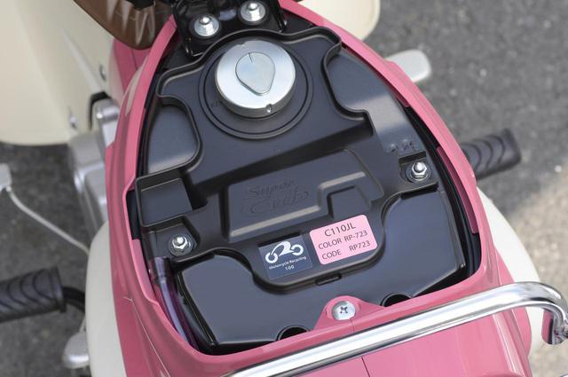 画像: コーションラベルもピンクになっています。