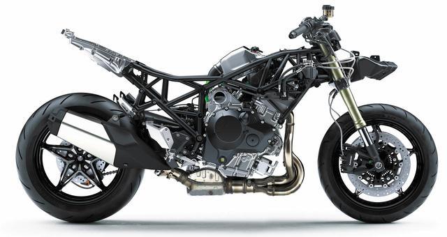 画像: エンジンの存在感が際立つ。専用設計されたリアアームは最大積載量195㎏を確保する。