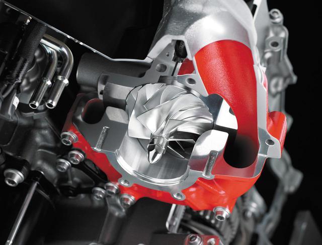 画像: スーパーチャージドエンジンは、川崎重工業が一体となって作り上げた超絶メカだ。