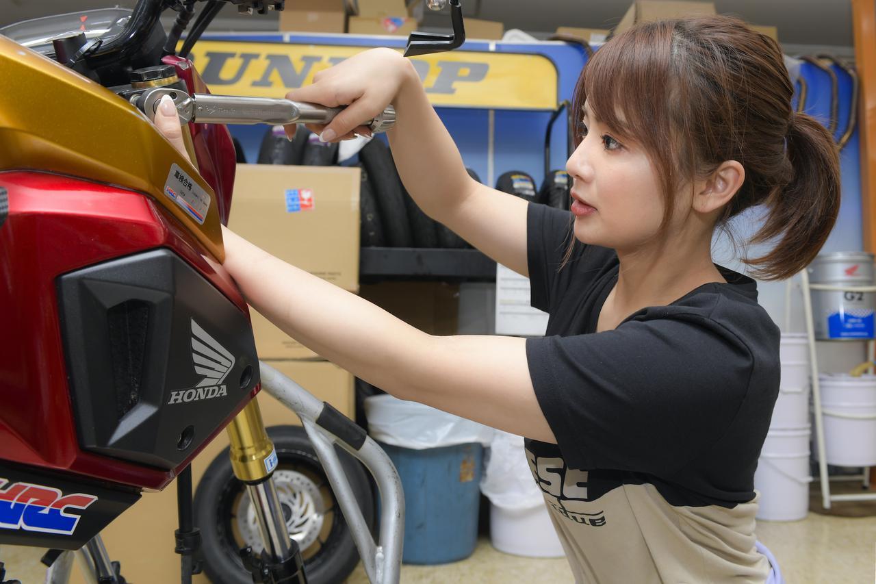 画像: 先月には、フロントフォークのオイル交換と、前後ブレーキのメンテナンスを行なったオートバイ女子部のGROM。本番には万全のコンディションで臨みます!