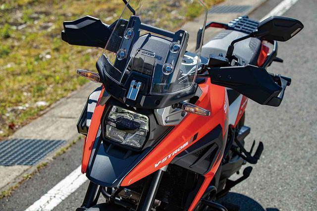画像: DR-BIGを思わせる特徴的なマスク。ヘッドライトは角形の大型LED、XTはウインカーもコンパクトなLEDを採用する。