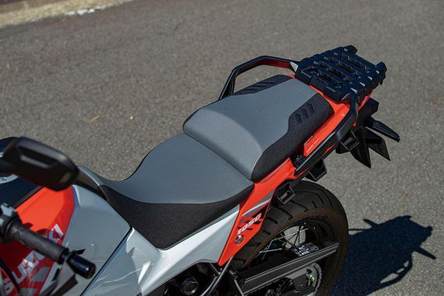 画像: XTは2種類の表皮を使った2トーンシートを標準装備。シート高を標準位置より20㎜高くできる2段階調整機構も備える。