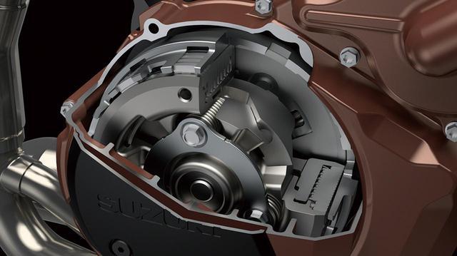 画像: シフトダウン時の後輪ホッピングを防ぐ、スリッパークラッチのSACS(スズキアシストクラッチシステム)を採用。