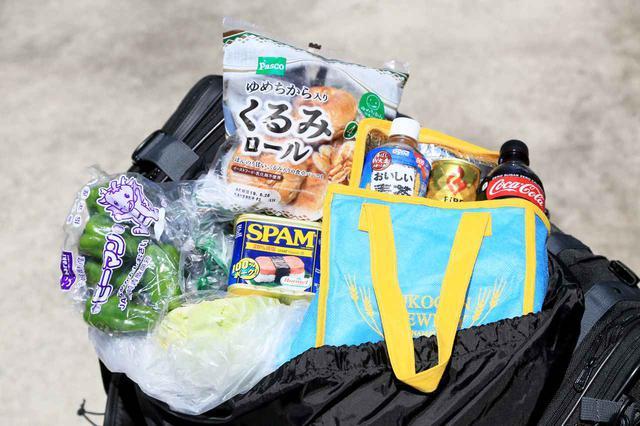 画像: 上蓋の下には「上面収納袋」を装備。これがキャンプツーリングでの買い出しで超便利なんです。