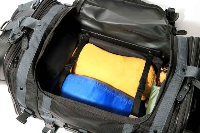 画像: 前後のフレームに2本の「荷押さえ用ベルト」が備わっています。
