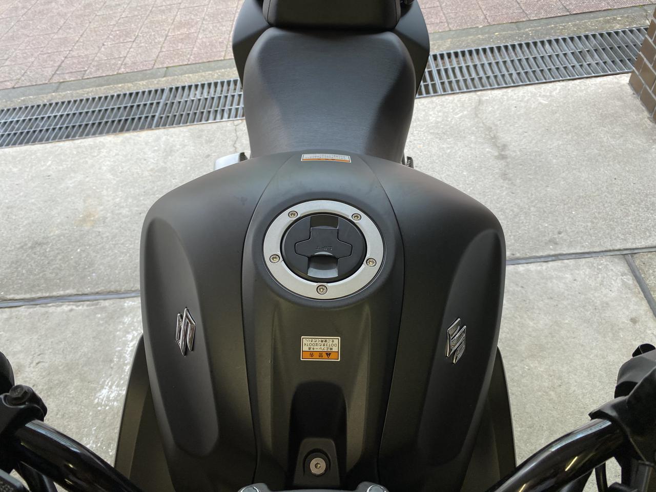 Images : 3番目の画像 - 「初めての油冷エンジンの感想は…?? SUZUKI ジクサー250【ほぼ月刊「梅本まどかとオートバイ」vol.27 】」のアルバム - webオートバイ