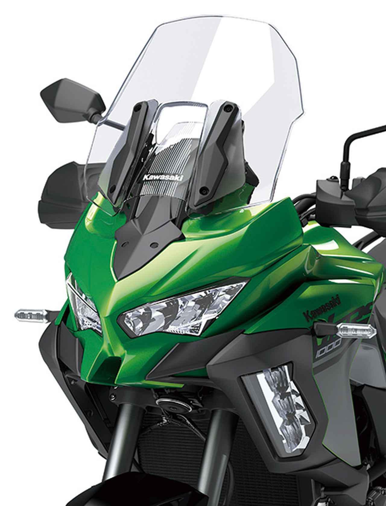画像: 最新のニンジャシリーズにも似た、逆スラントデザインのヘッドライトが印象的なマスク。SEはコーナリングランプも標準。