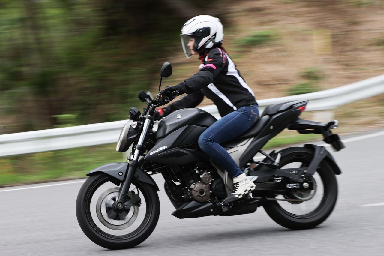 Images : 2番目の画像 - 「初めての油冷エンジンの感想は…?? SUZUKI ジクサー250【ほぼ月刊「梅本まどかとオートバイ」vol.27 】」のアルバム - webオートバイ