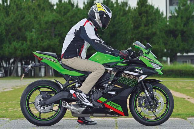 画像: Kawasaki Ninja ZX-25R シート高:785mm ※写真のモデルは、Ninja ZX-25R SE KRT EDITION