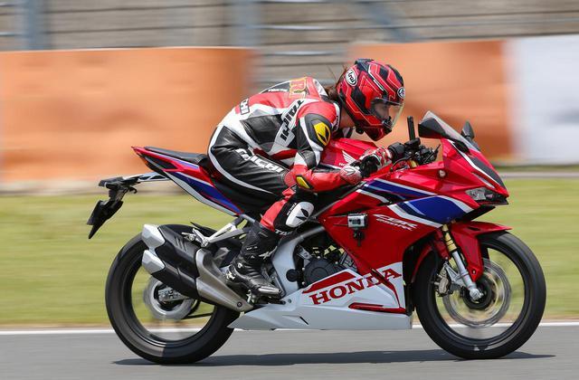 画像: 最高速を計測! 大関さおりが「CBR250RR」でアタック! - webオートバイ