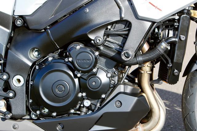 画像: 水冷直4のエンジンはKATANAノーマル。ラジエーターサイドの前ウインカーは廃して、ポジションライト部にその機能を移しているのだ。