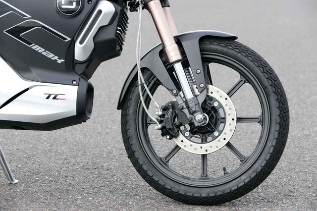 画像: フォークは倒立タイプ、ブレーキキャリパーは中国のLBN社製。ディスクローターは240㎜径のものを装着する。