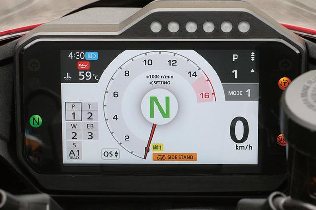 画像: ライディングモードは共通だが、SPには電子制御サスのメニューが加わる。