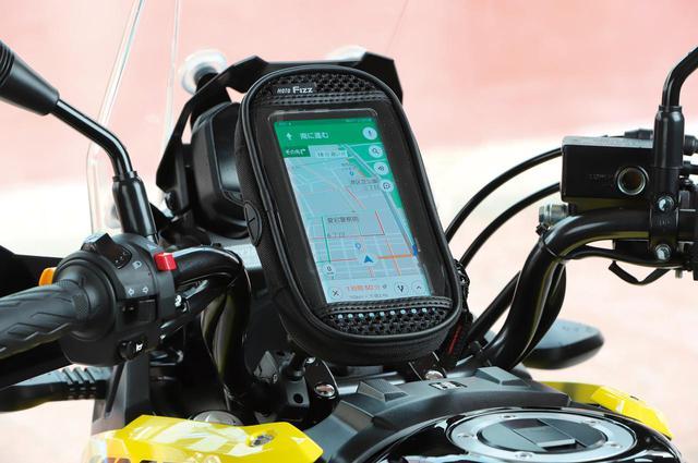 画像: 走行風でスマホを冷却『MOTOFIZZ デジケースマウントAC-L MF-4737』 - webオートバイ