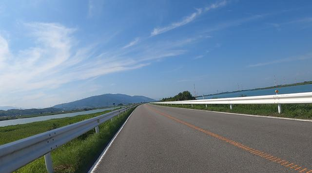 画像: 左右に川があるのわかるかな。右が長良川、左が揖斐川。道も空いてて最高。