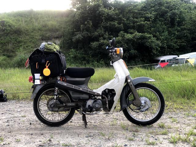 画像: 若林のスーパーカブ90(HA02)。相変わらずのアップマフラー&スノータイヤ(タイヤレターが消えてきた)&自作アンダーガードによる林道ルック車。