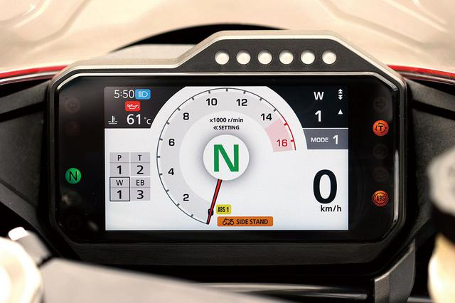 画像: メーターの表示機能や3種類のライディングモードはSPと共通のもの。