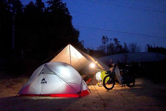 画像: キャンプツーリングの主役といえばやっぱりテント。テントの種類や選び方、ライダー向けおすすめテントを調べてみた。〈若林浩志のスーパー・カブカブ・ダイアリーズ Vol.26〉 - webオートバイ
