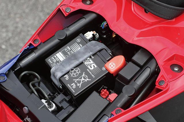 画像: バッテリーはシールドタイプのYTZ7S。小型ではあるが、リチウムイオンより重い。