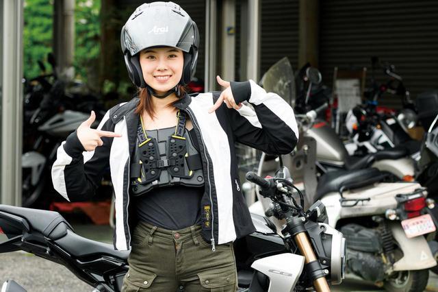 画像: オプションでヘルメットやグローブ、ライディングジャケットを借りること(有料)も可能。嬉しいことに胸部プロテクターは無料で貸出してくれる。
