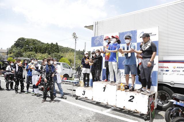 画像: レース後は結果発表です!表彰台ではシャンパンブシャーが出来ますよ!!!