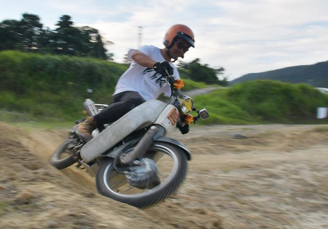 画像: オフロードコースを走ってキャンプ。スーパーカブ90とスーパーカブ110で「びじばいぱにっくJAM1」に参加するのだ。初めてのオフロードコース走行編〈若林浩志のスーパー・カブカブ・ダイアリーズ Vol.28〉 - webオートバイ