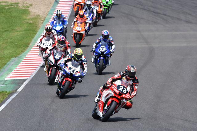 画像: 好スタートで最初からレースを引っ張る高橋 榎戸、星野、作本、名越が続きます