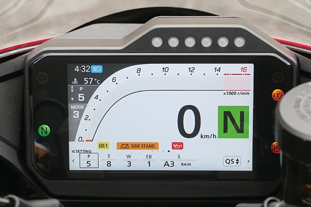 画像: バーグラフ式タコメーターを持つスポーティなレイアウト。スポーツ走行時向き。