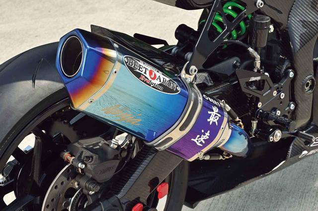 画像: チタンのフルエキゾーストは、鈴鹿8耐のワークスチームにも採用されている、BEETのナサートRエボリューション。